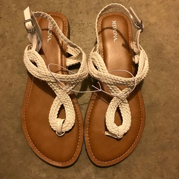 158d7ec81a48 NWT Merona sandals
